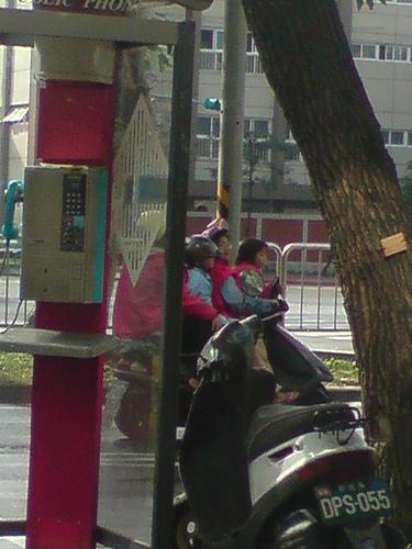 Shanghai acrobats are nuthin